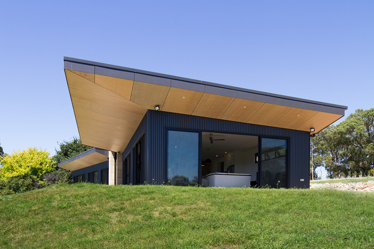 Willow Grove / Finnis Architects, © Nic Granleese
