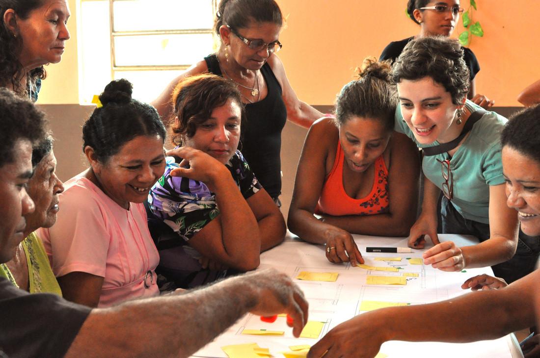 USINA 25 anos - Reassentamento da   Comunidade do Piquiá de Baixo, Processo de projeto junto aos moradores: estudo das unidades habitacionais. Image © USINA CTAH