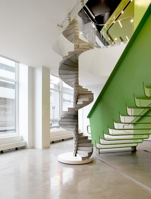 "Levando o concreto a outro nível: Escada ""Helix"", por Matter Design, Cortesia de Matter Design"