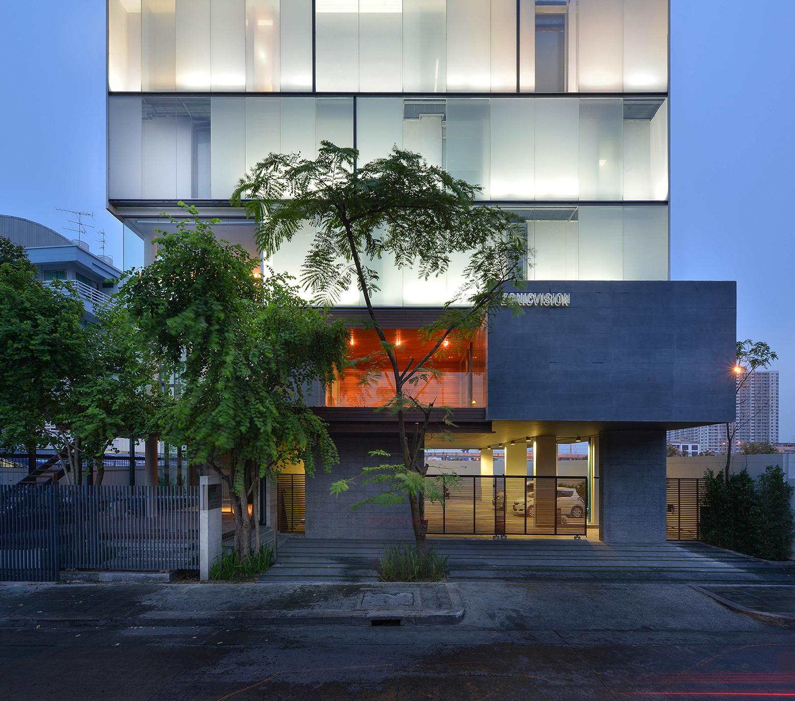 Oficina Zonic Vision / Stu/D/O Architects, © Krisada Boonchaleow