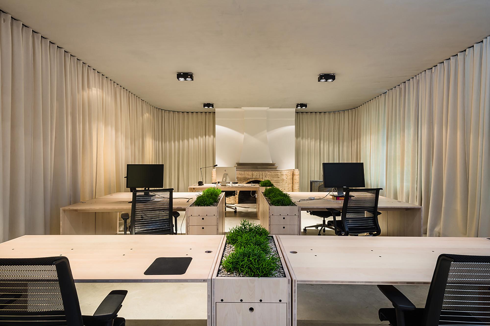 Gallery of (un)curtain office / dekleva gregoric architects - 4