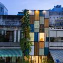4 - Vegan House / Block Architects: Ấn tượng với những cửa sổ cũ