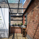 17 - Vegan House / Block Architects: Ấn tượng với những cửa sổ cũ