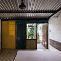 18 - Vegan House / Block Architects: Ấn tượng với những cửa sổ cũ