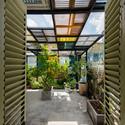 19 - Vegan House / Block Architects: Ấn tượng với những cửa sổ cũ