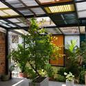 20 - Vegan House / Block Architects: Ấn tượng với những cửa sổ cũ