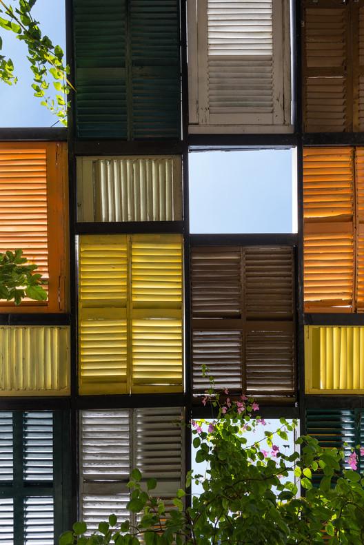 21 - Vegan House / Block Architects: Ấn tượng với những cửa sổ cũ