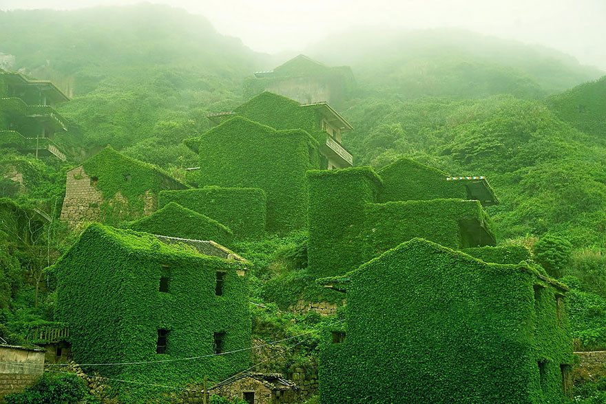 Gallery: Mystical Photos of an Abandoned Chinese Village, © Jane Qing via Bored Panda