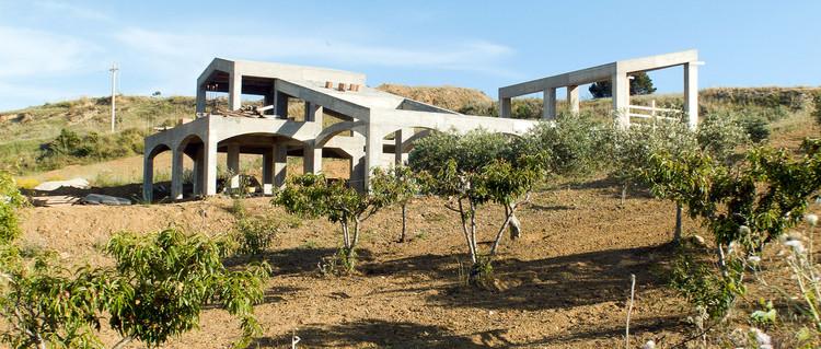 Strada Provinciale 87, Montallegro, Agrigento, Sicilia. Imagen © Space Caviar