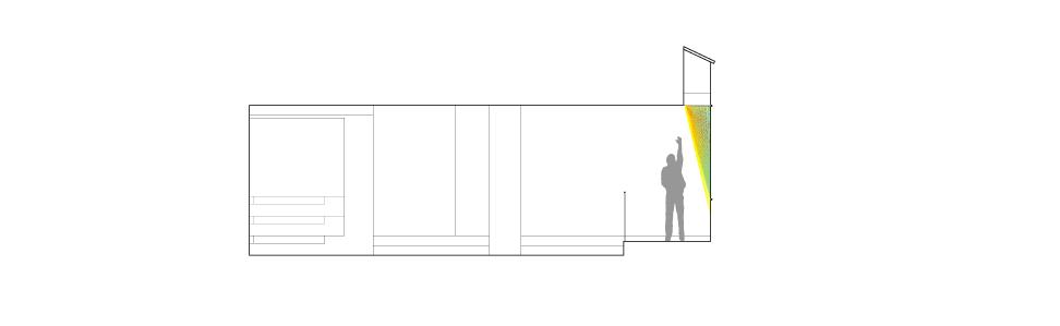 بازی نور به کمک منشوری رنگارنگ در لابی ساختمانی مسکونی