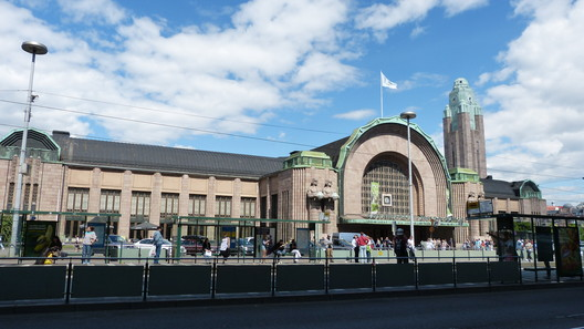 Helsinki Central Railway Station / Eliel Saarinen. Image © Flickr user Mariano Mantel, https://www.flickr.com/photos/mariano-mantel/