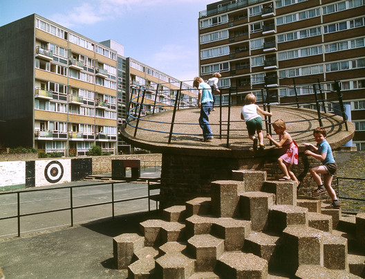 Churchill Gardens Estate, London. Image © John Donat