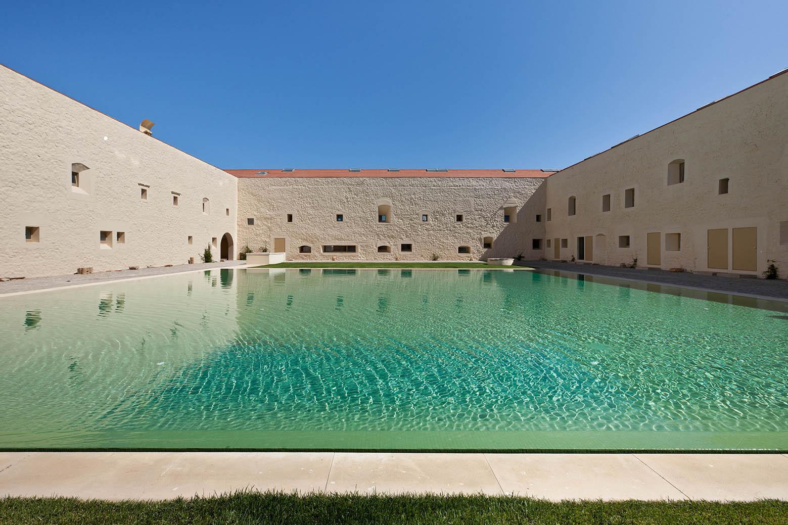 Convento das bernardas eduardo souto de moura for Progetti di piscine e pool house
