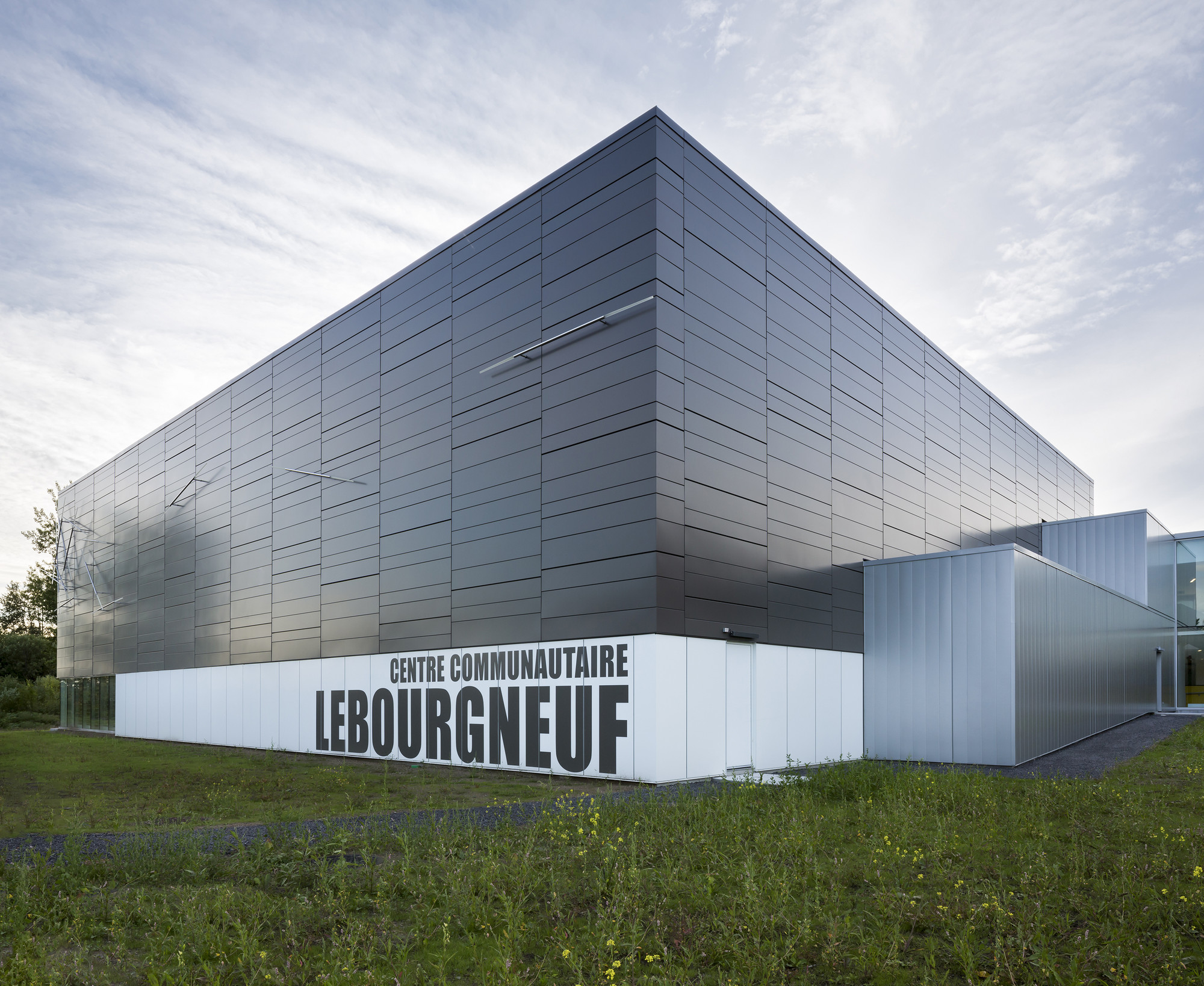 Lebourgneuf community center ccm2 architectes archdaily for Architecture quebec