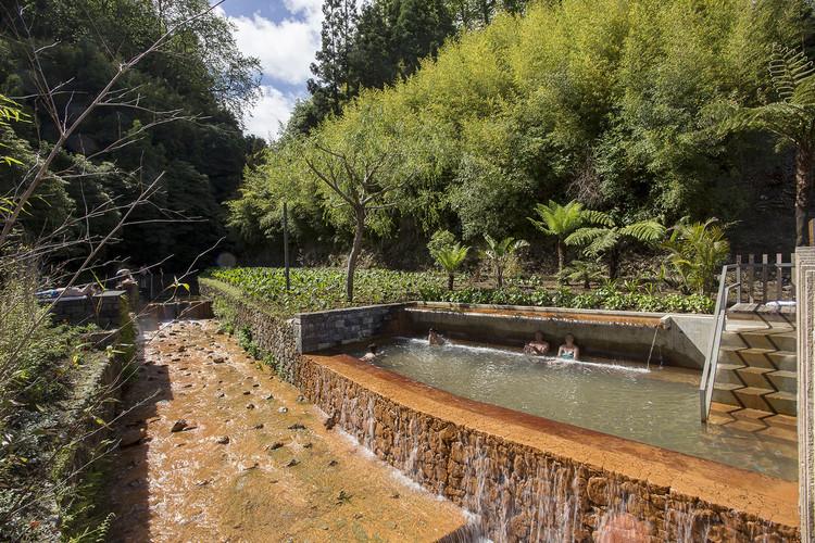 """Piscinas de Aguas Termales """"Poça da Dona Beija"""" / m-arquitectos, © Paulo Goulart"""