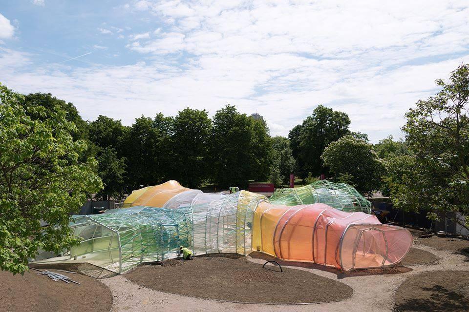 Em construção: Primeiras imagens do Serpentine Pavilion projetado por SelgasCano, © NAARO