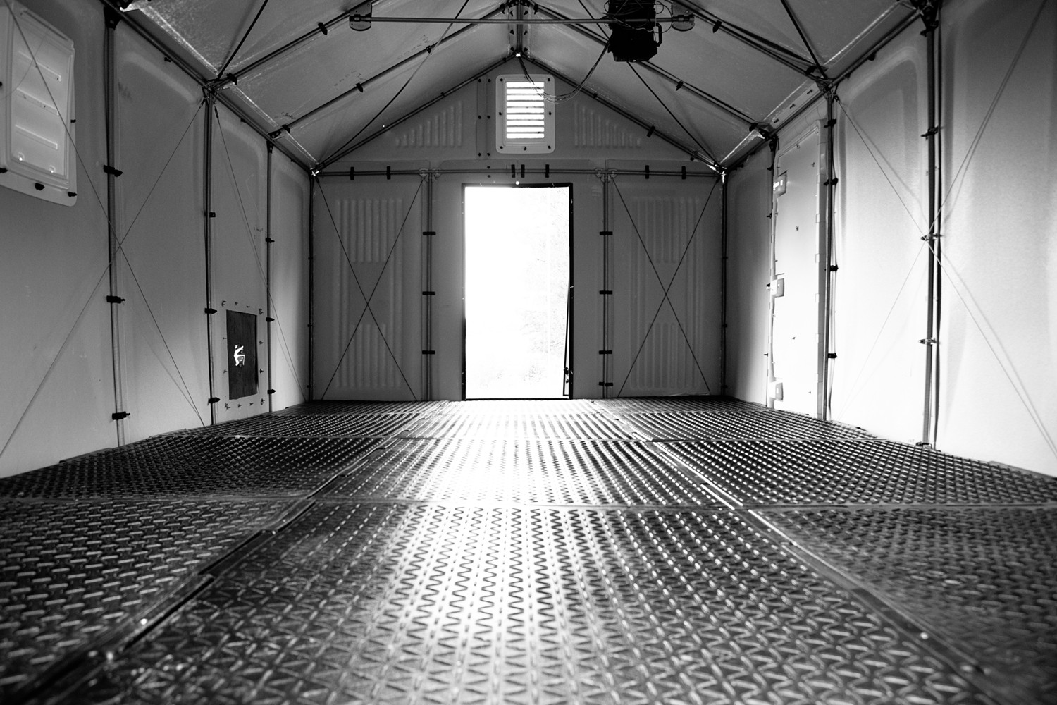 "Emergency Floor: Help Refugees Worldwide ""Get Off the Ground"", Floor Module in Shelter. Image Courtesy of Emergency Floor"
