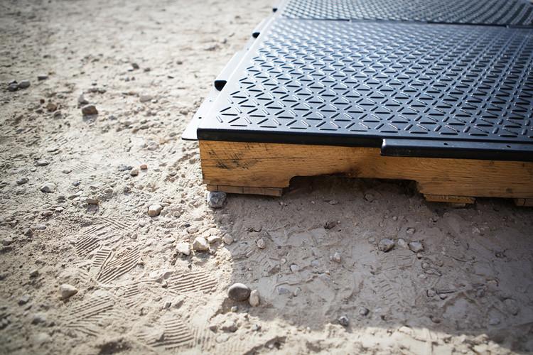 Módulos de pallets. Imagen cortesía de Emergency Floor