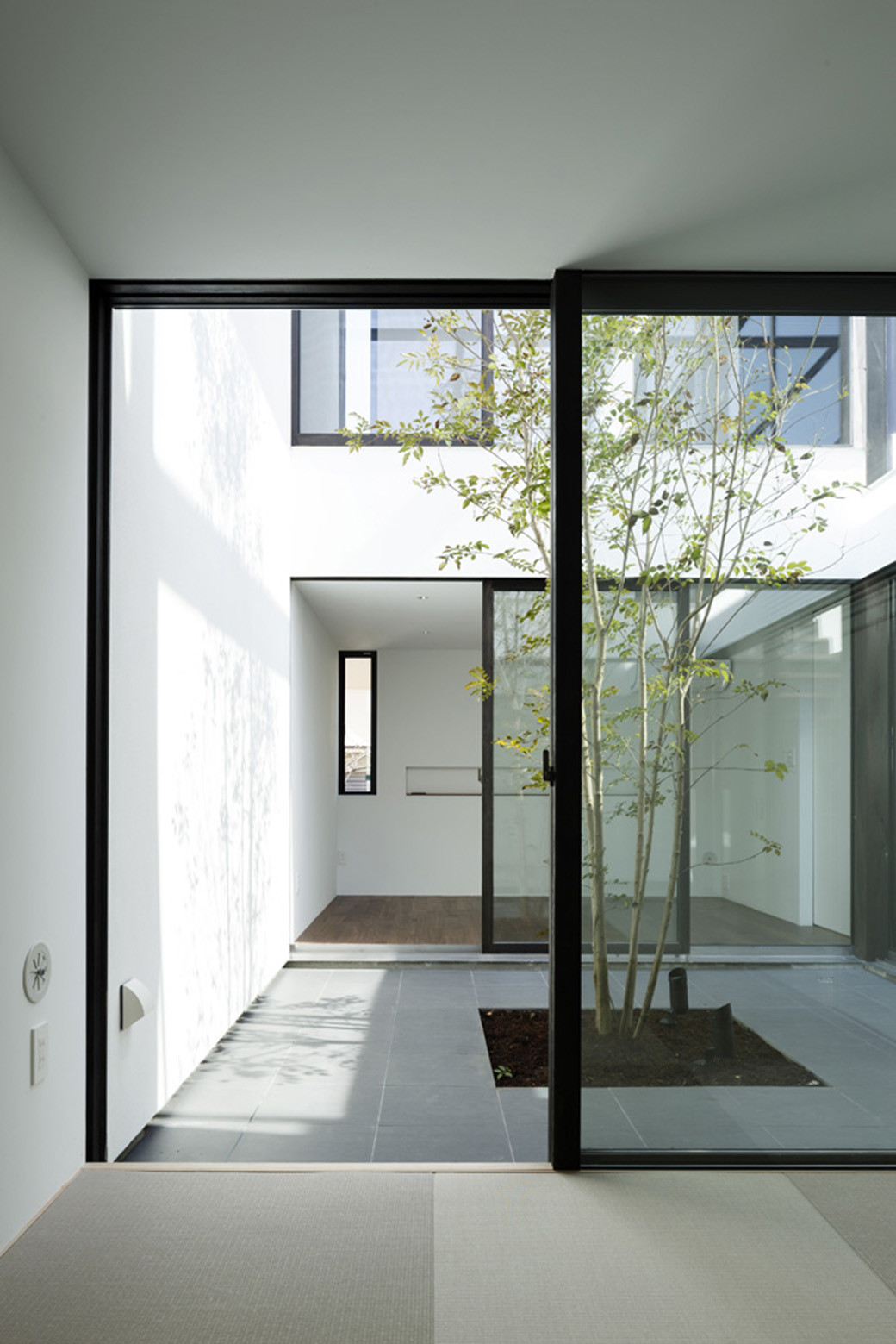 Superior Patio House / APOLLO Architects U0026 Associates
