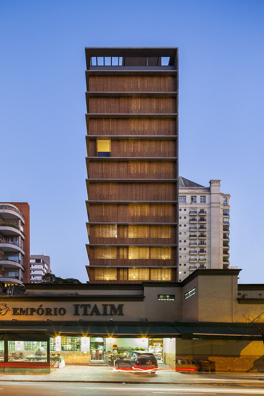 Vitacon Itaim Building / Studio MK27 - Marcio Kogan + Carolina Castroviejo. Image © Pedro Vannucchi
