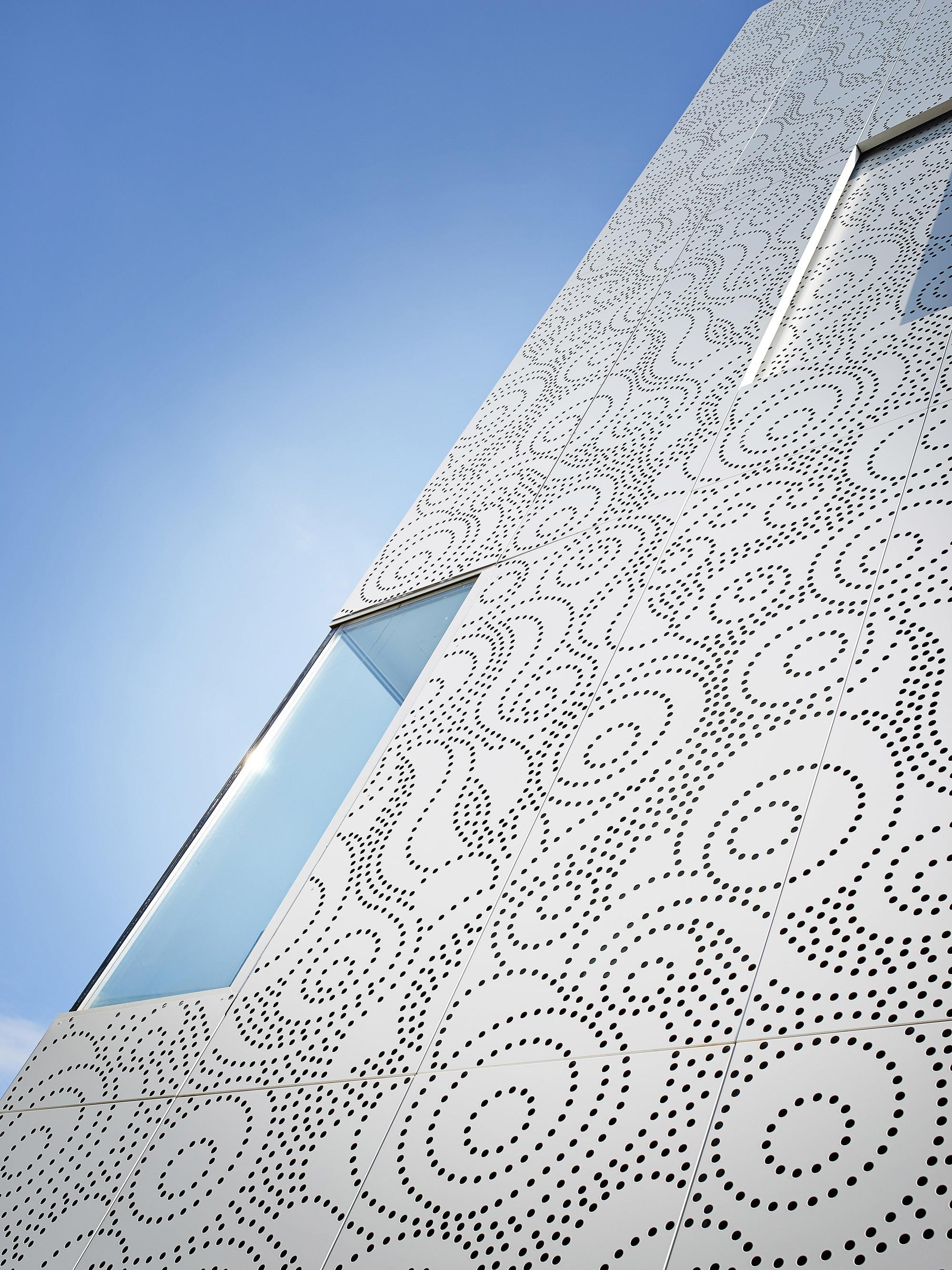 galeria de creche de orteaux avenier cornejo architectes 3. Black Bedroom Furniture Sets. Home Design Ideas