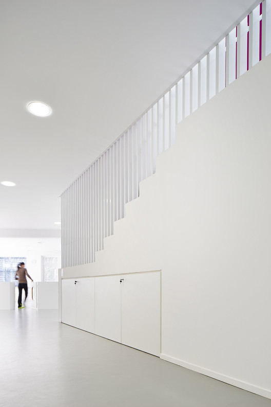 creche de orteaux avenier cornejo architectes archdaily brasil. Black Bedroom Furniture Sets. Home Design Ideas