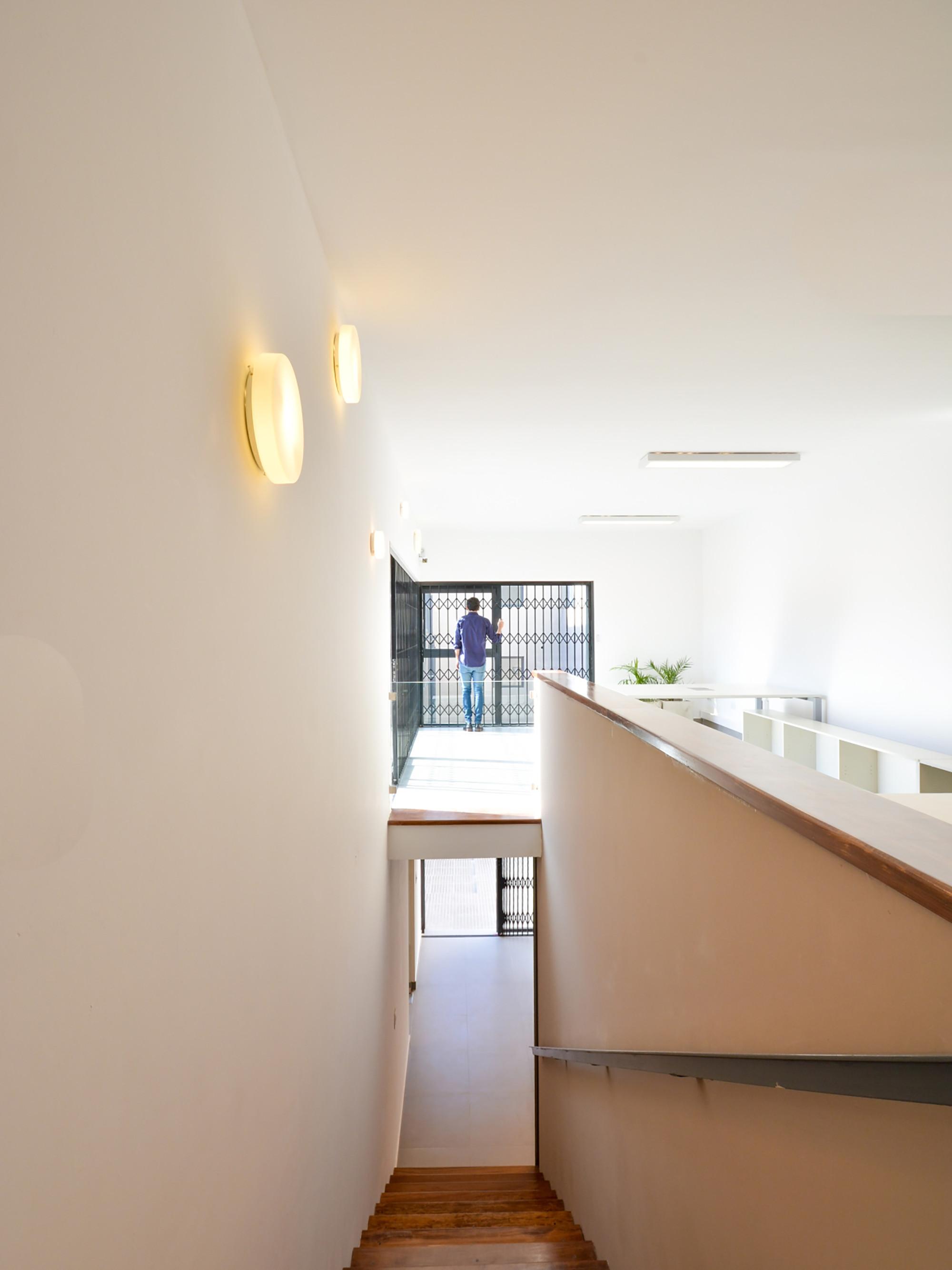 Galer a de oficinas c rdoba neto arquitectura 8 for Oficinas unicaja cordoba