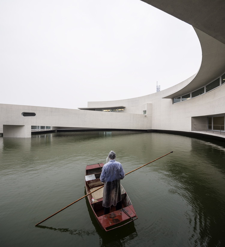 Feliz aniversário Álvaro Siza, The Building on the Water. Image © Fernando Guerra | FG+SG