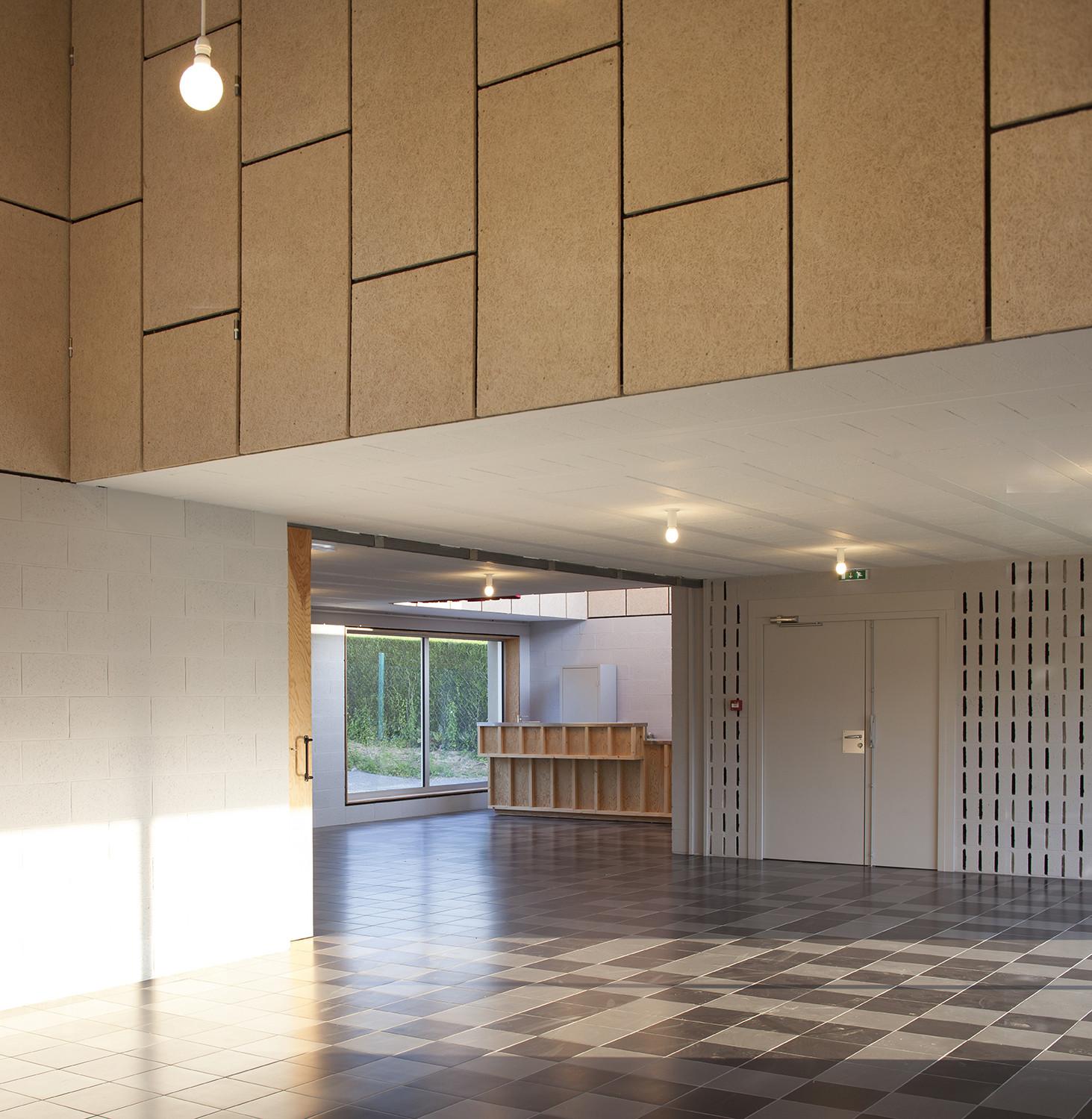 Galeria Stl: Galería De Salón Comunitario En Saint Pierre Des Bois