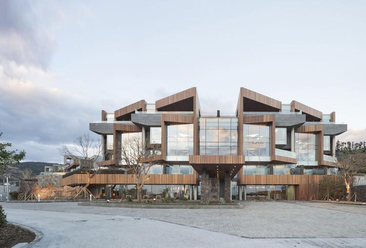 Piscina y Villa Jeju Bayhill / Kim Dong-jin + L'EAU Design, © Sun Namgoong