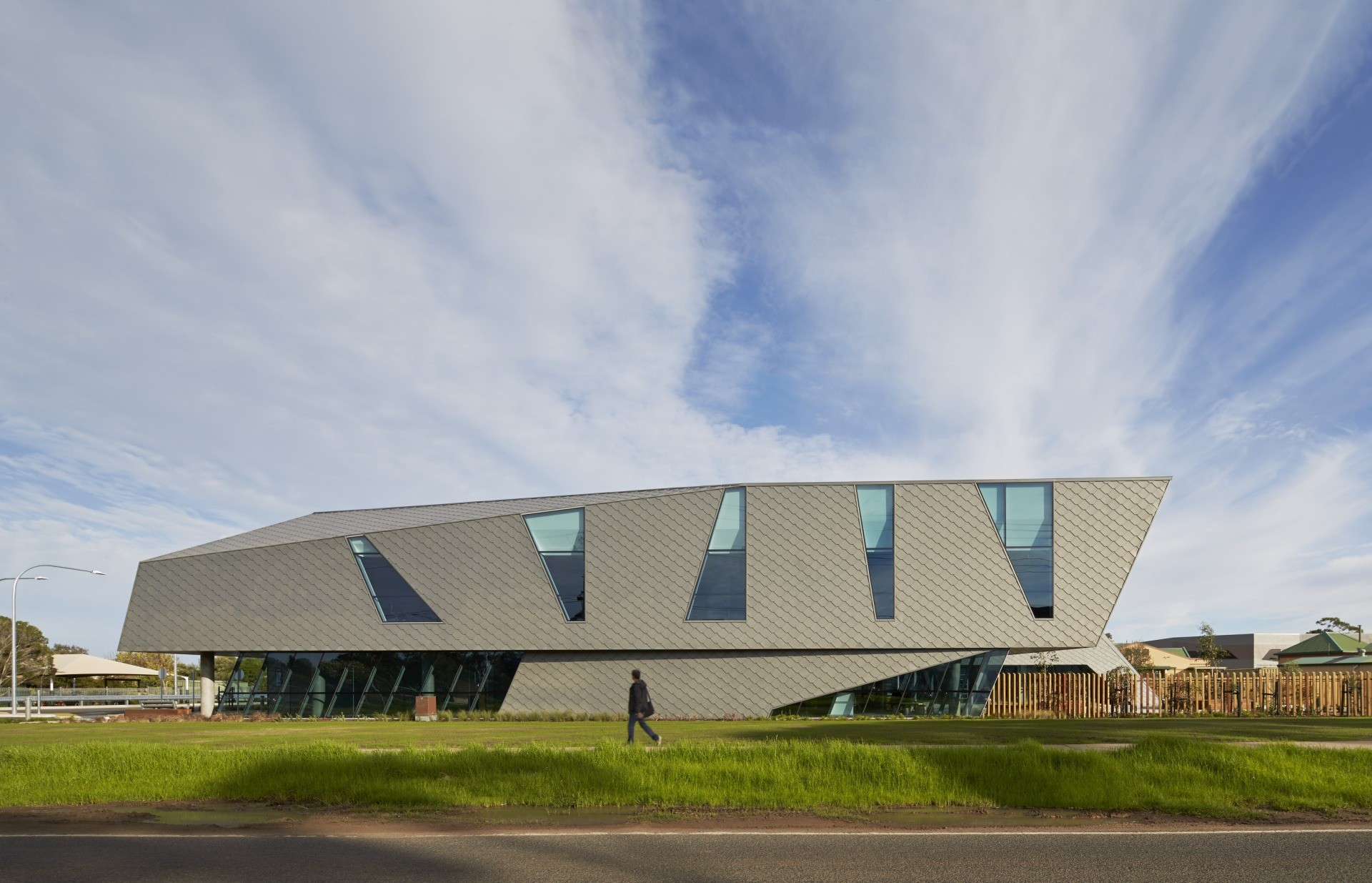 Student Led Interprofessional Health Clinic / Woods Bagot | ArchDaily