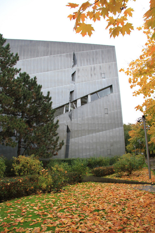 Daniel Libeskind to be CNN Style's First Guest Editor, AD Classics: Jewish Museum, Berlin / Daniel Libeskind. Image © Mal Booth
