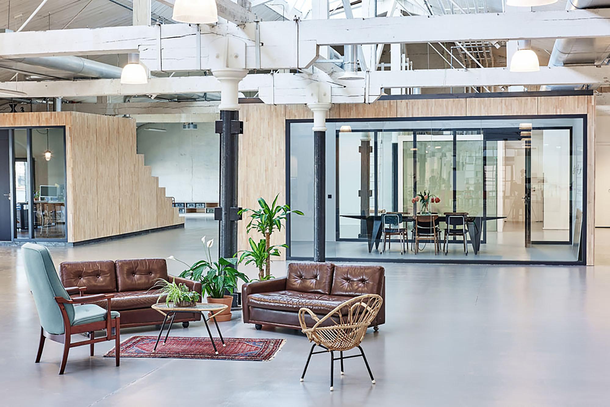 Gallery of fairphone head office in amsterdam melinda for Interior design amsterdam