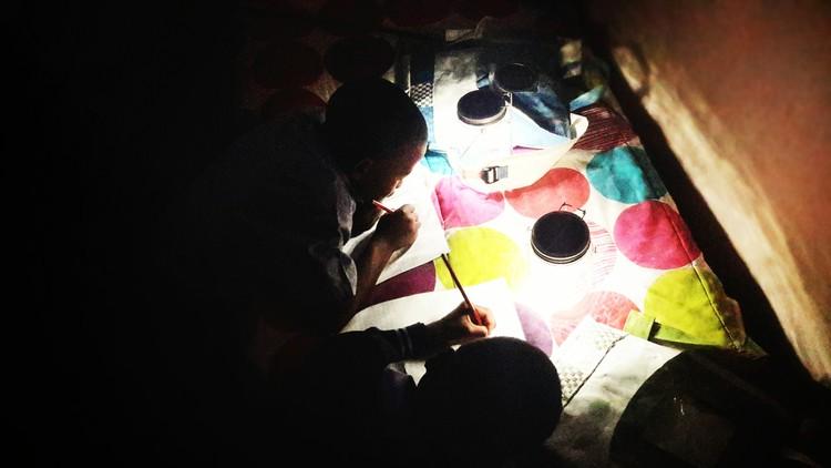 Mochilas recargadas con energía solar para estudiantes  , © Repurpose Schoolbags