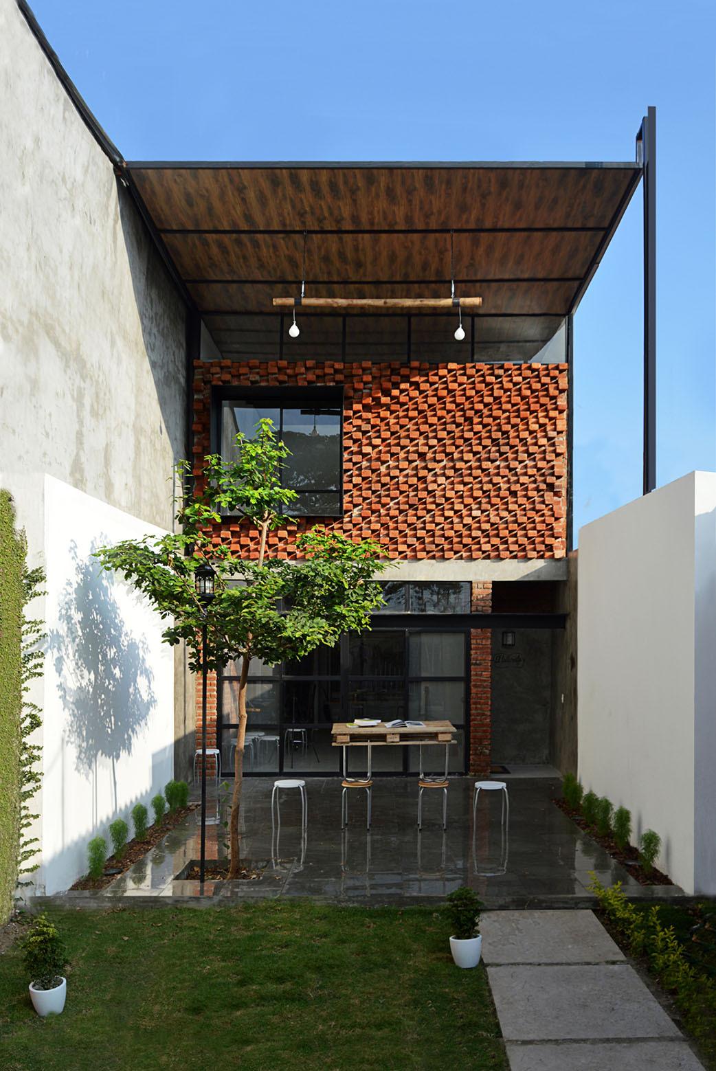 O pequeno ateliê / Natura Futura Arquitectura