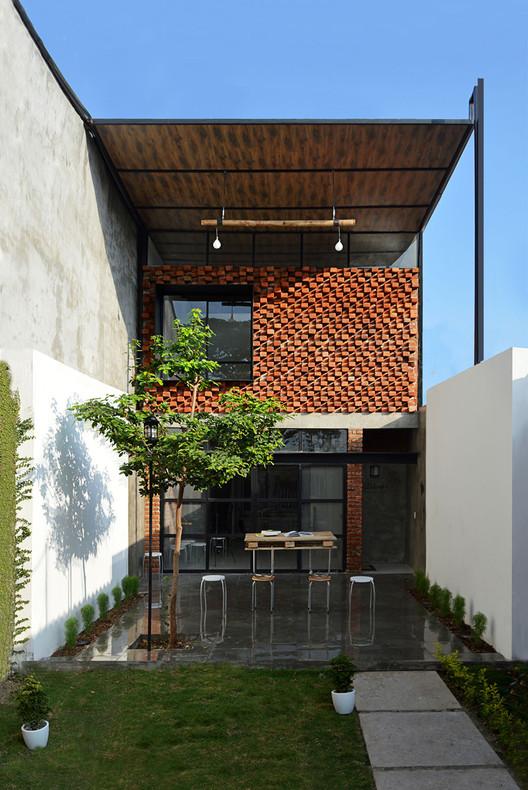 O pequeno ateliê / Natura Futura Arquitectura, Cortesia de Natura Futura