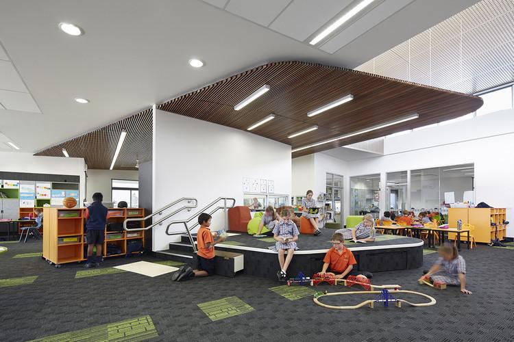 Escuela básica Nuestra Señora de la Cruz del Sur / Baldasso Cortese Architects, © Peter Clarke