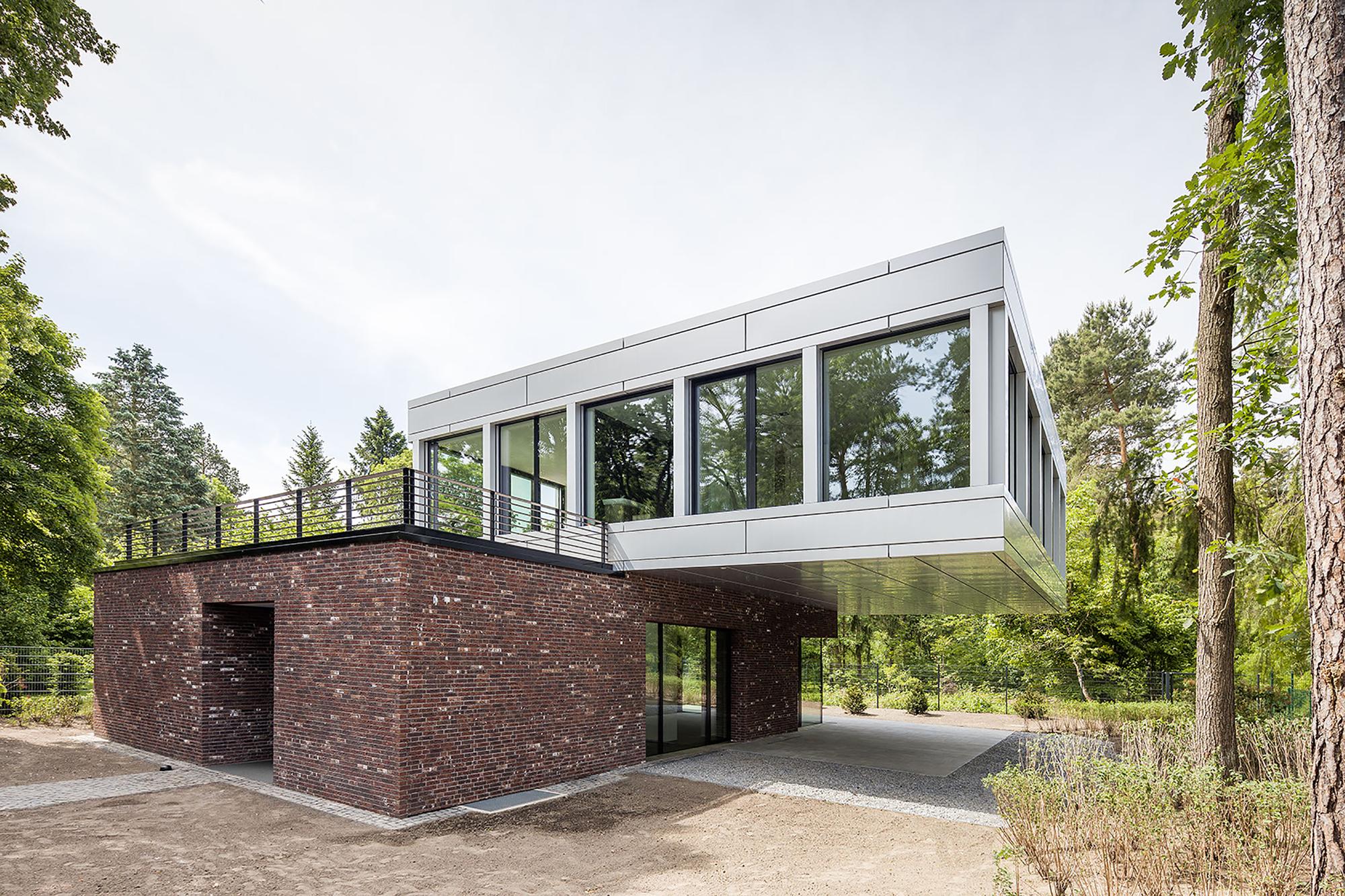 gallery of villa in potsdam tchoban voss architekten 1. Black Bedroom Furniture Sets. Home Design Ideas