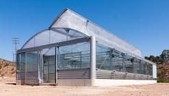 Geotermia, ventilación natural y fachadas microperforadas: invernadero sostenible para la Universidad de Murcia