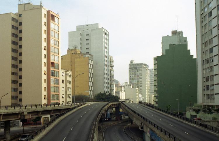Festival Internacional de Curtas-Metragens de São Paulo aborda o tema da mobilidade urbana, Minhocão será palco de atividades do 26° Festival Internacional de Curtas-Metragens de São Paulo. Image © Lu, via Flickr. CC
