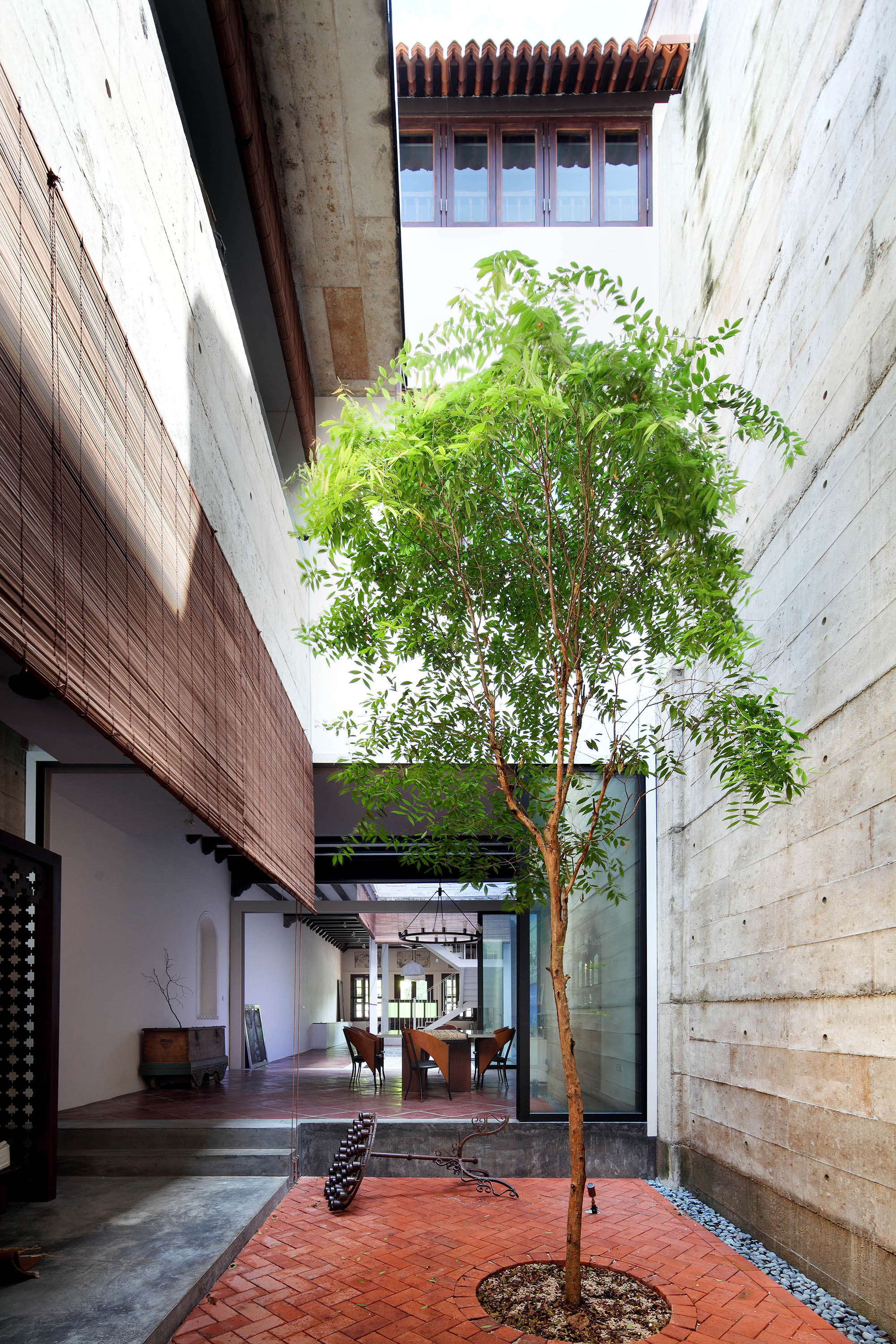 Gallery of house at neil road ong ong pte ltd 1 for Award winning courtyard designs
