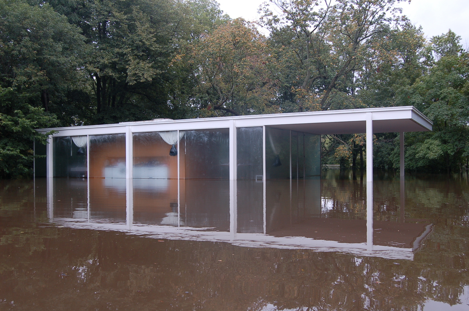 Exceptional A Virtual Look Into Mies Van Der Roheu0027s Farnsworth House,Flood Waters  Surround The Farnsworth