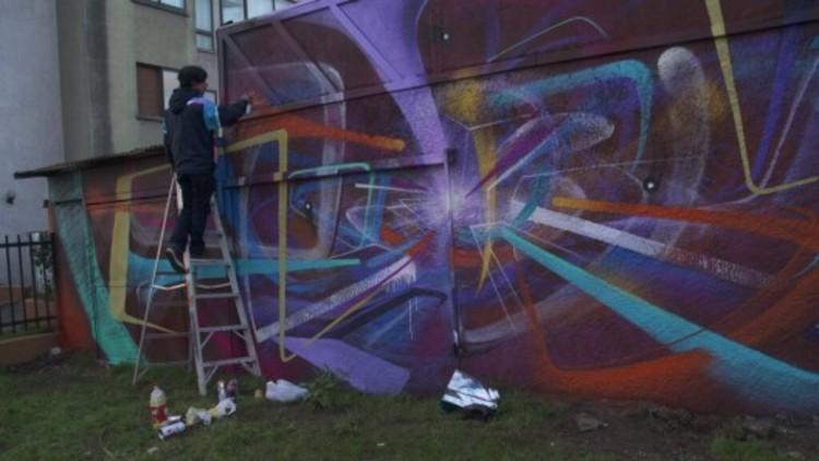 Frente al Muro: la serie documental que cuenta la historia de la pintura mural en Chile