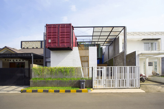 Container For Urban Living Atelier Riri Archdaily