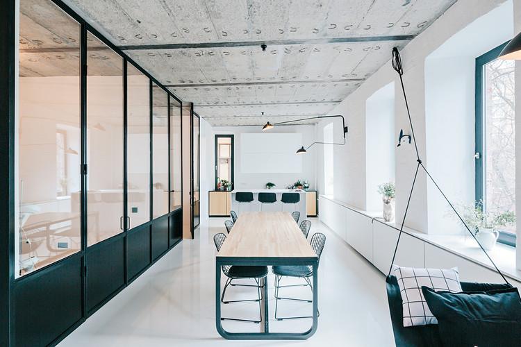 Apartamento Branco e Preto / Crosby Studios, © Evgeny Evgrafov