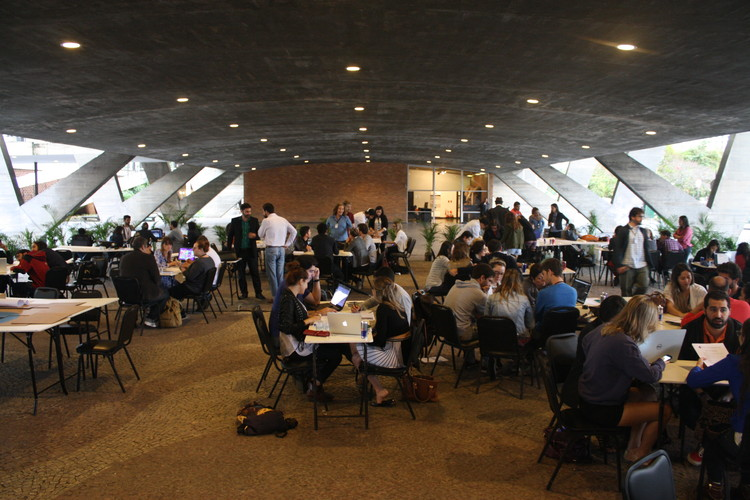 Rio Academy: cidade informal e intervenções efêmeras são tema do terceiro dia do evento, Workshop no vão do MAM. Image © Gabriel Pedrotti