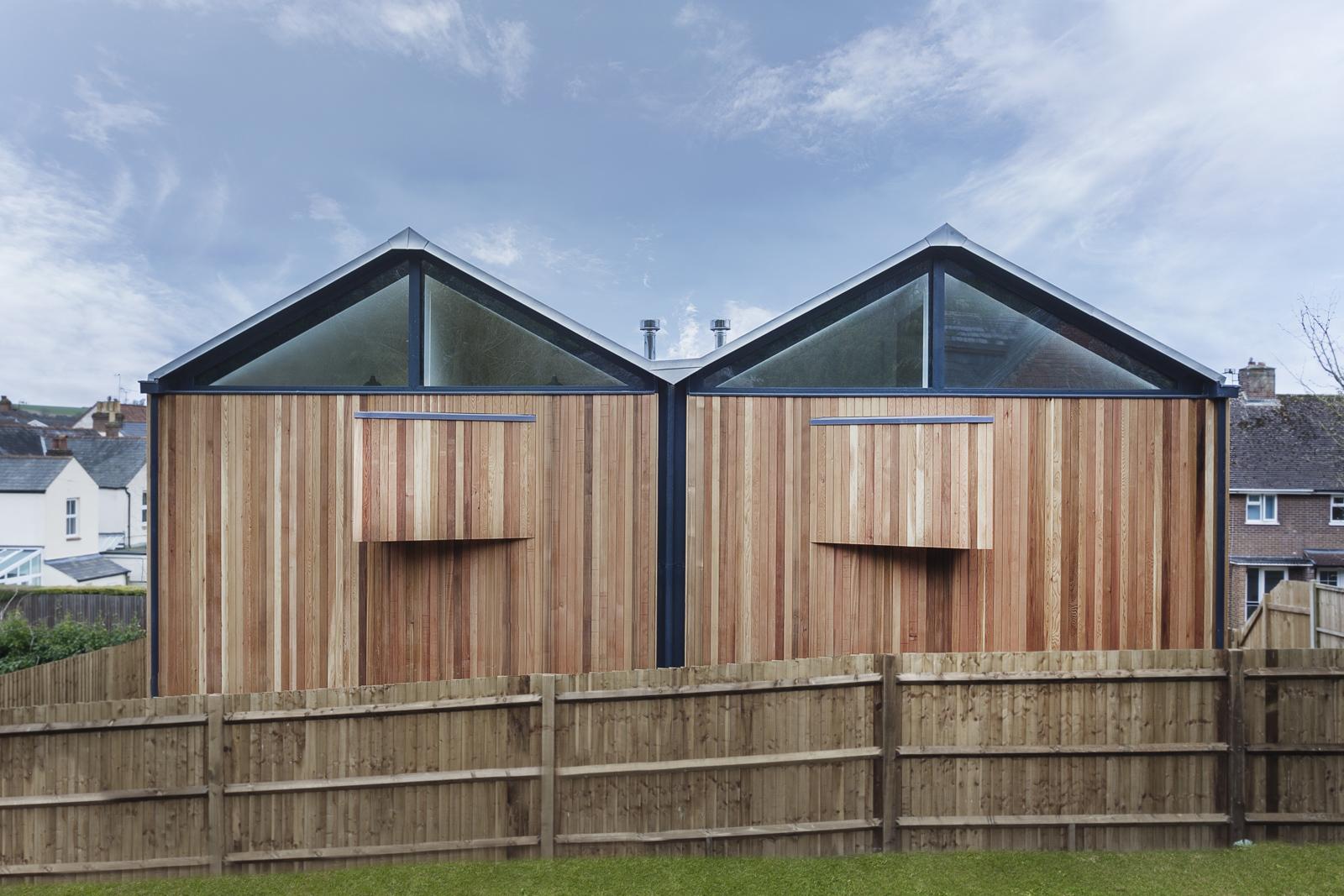 Alojamentos de cedro / Adam Knibb Architects