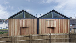 The Cedar Lodges / Adam Knibb Architects