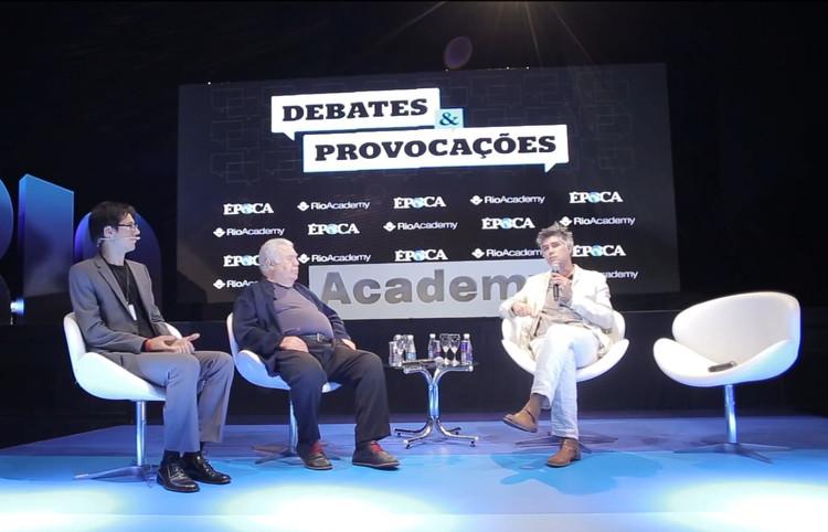 Vídeo: Rio Academy promove debate sobre mobilidade urbana e o espaço dos veículos na cidade