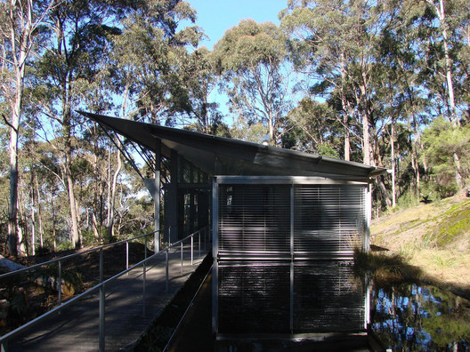Simpson-Lee House, Mount Wilson (1994). Image © <a href='https://www.flickr.com/photos/unrosarinoenvietnam/3783824891/'>Flickr user unrosarinoenvietnam</a> licensed under <a href='https://creativecommons.org/licenses/by-nc-sa/2.0/'>CC BY-NC-SA 2.0</a>